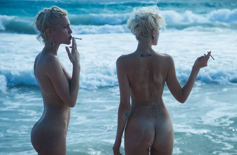 Frauen strand nackt am Am Strand